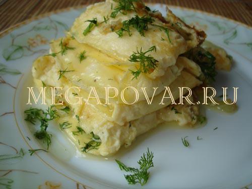 Слоеный омлет с луком и сыром. Шаг 3. Слои из омлета